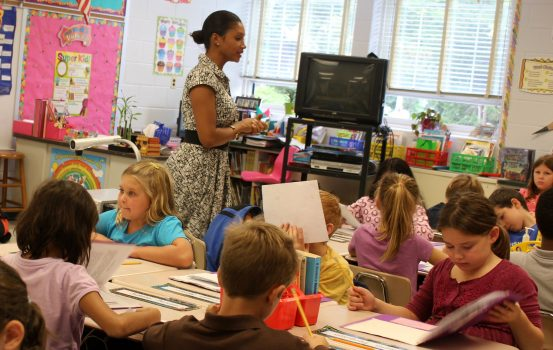 4 τρόποι να επικοινωνείτε καλύτερα με τη δασκάλα του παιδιού σας