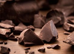 5 λόγοι να εντάξετε την μαύρη σοκολάτα στη διατροφή σας
