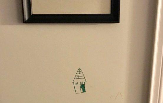 Η καλύτερη αντίδραση γονέων όταν το παιδί τους ζωγράφισε στον τοίχο