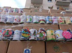 Στολίζουμε δέντρο με κουτιά εβαπορέ για όσους το έχουν ανάγκη