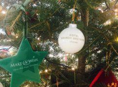 Το ξενοδοχείο Μεγάλη Βρετανία και η KOS PARIS στηρίζουν το Make A Wish