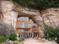 Σπίτι χτισμένο σε σπηλιά!