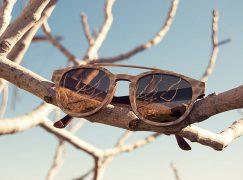 Τα χειροποίητα ξύλινα γυαλιά από τη Σύρο τώρα στο Placebo!