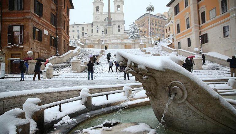 Η Ρώμη «ντύθηκε» στα λευκά!
