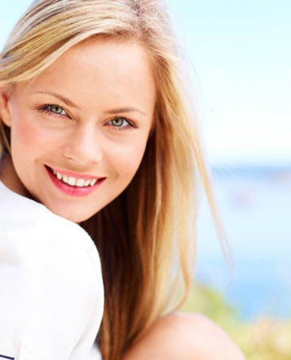 Ποιες συνήθειες γερνούν πρόωρα το δέρμα σας