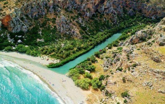 Η παράξενη παραλία της Ελλάδας που θυμίζει… Αφρικανική όαση!