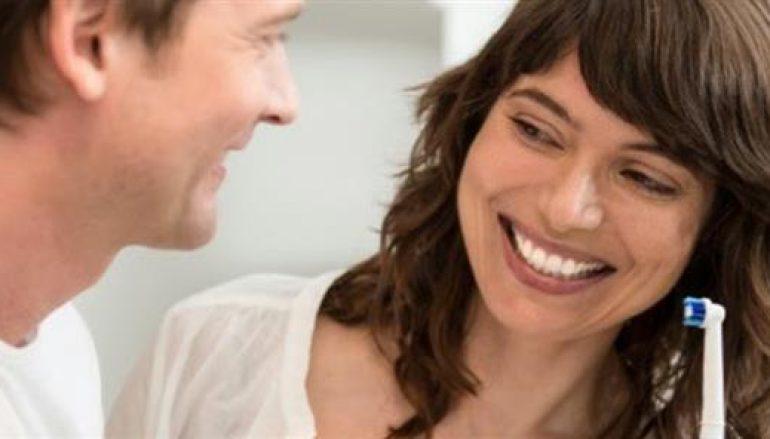 Oral-B Genius: Γιατί να προτιμήσετε μια ηλεκτρική οδοντόβουρτσα