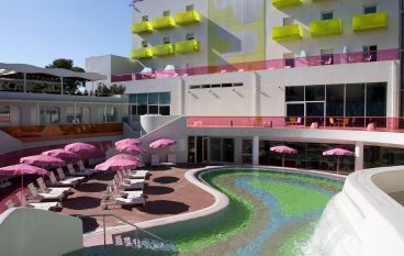 8 ξενοδοχεία που τολμούν χρωματιστά design και κάνουν τη διαφορά!