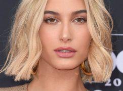 Kομψά και εύκολα χτενίσματα που θα κάνουν τα μαλλιά να δείχνουν πιο πυκνά