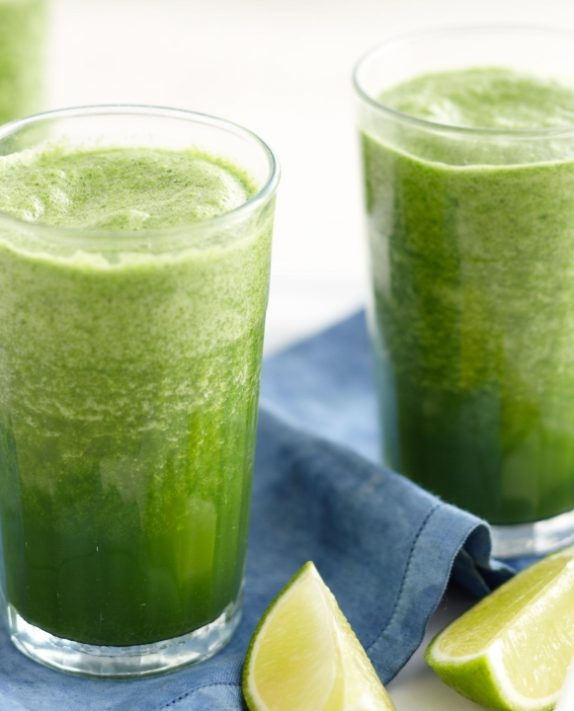 Τι πρέπει να έχει μέσα ο χυμός που πίνεις το πρωί για να λάμπει το πρόσωπό σου