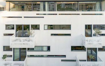 Urban stripes: Το λευκό κτίριο στο Κουκάκι μια όαση στο γκρίζο της πόλης