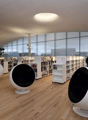 Μια βιβλιοθήκη κόσμημα με βιβλιοθηκονόμους – ρομπότ και 10.000 χρήστες καθημερινά