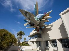 New York Times: Αξίζει να «διασωθεί» ο αρχιτεκτονικός μεταμοντερνισμός;
