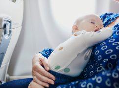 Αυτή η μαμά που ταξίδευε με το μωρό της έκανε την πιο πρωτότυπη και γλυκιά χειρονομία