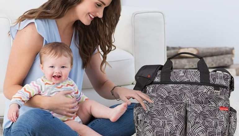 Είσαι μαμά; Η λίστα με τα απαραίτητα για την τσάντα της βόλτας!