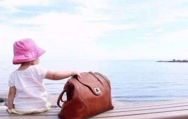 Είσαι μαμά; Η λίστα με τα απαραίτητα για την τσάντα της βόλτας το καλοκαίρι!