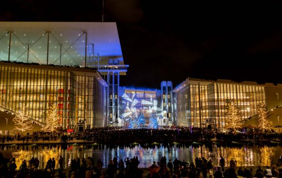 Οι γιορτές ξεκίνησαν: Φώτα, στολισμένα δέντρα και το μεγαλύτερο παγοδρόμιο της Αθήνας