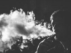 Ερευνα: Μεγαλύτερος ο κίνδυνος εγκεφαλικού για όσους συνδυάζουν παραδοσιακό και ηλεκτρονικό τσιγάρο
